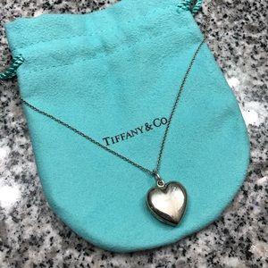 TIFFANY & CO • heart locket